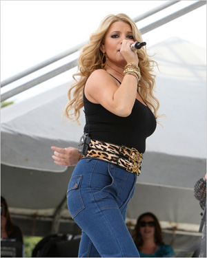 jessica_simpson_mom_jeans