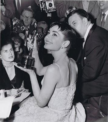 Audrey Oscar 1954